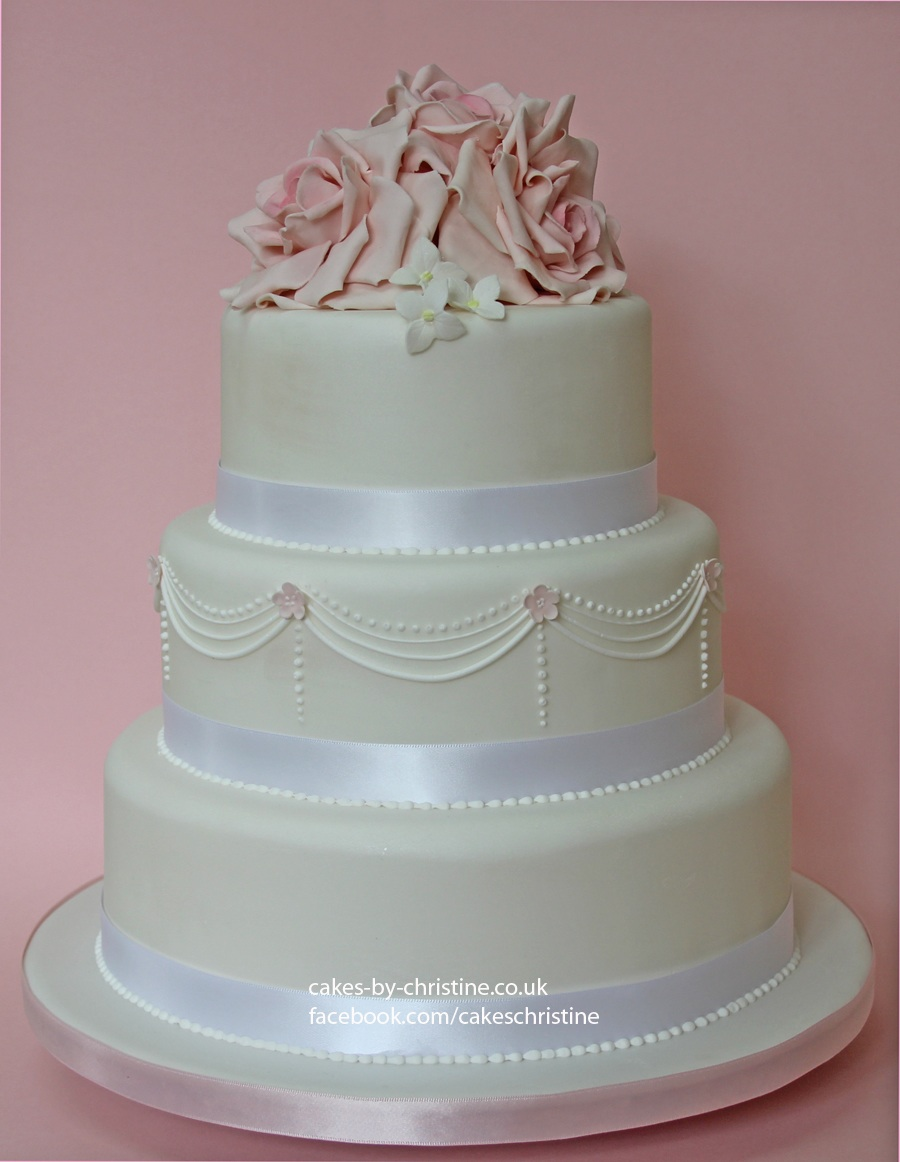 Wedding Cake – Roses and Piping