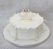Swan royal iced cake